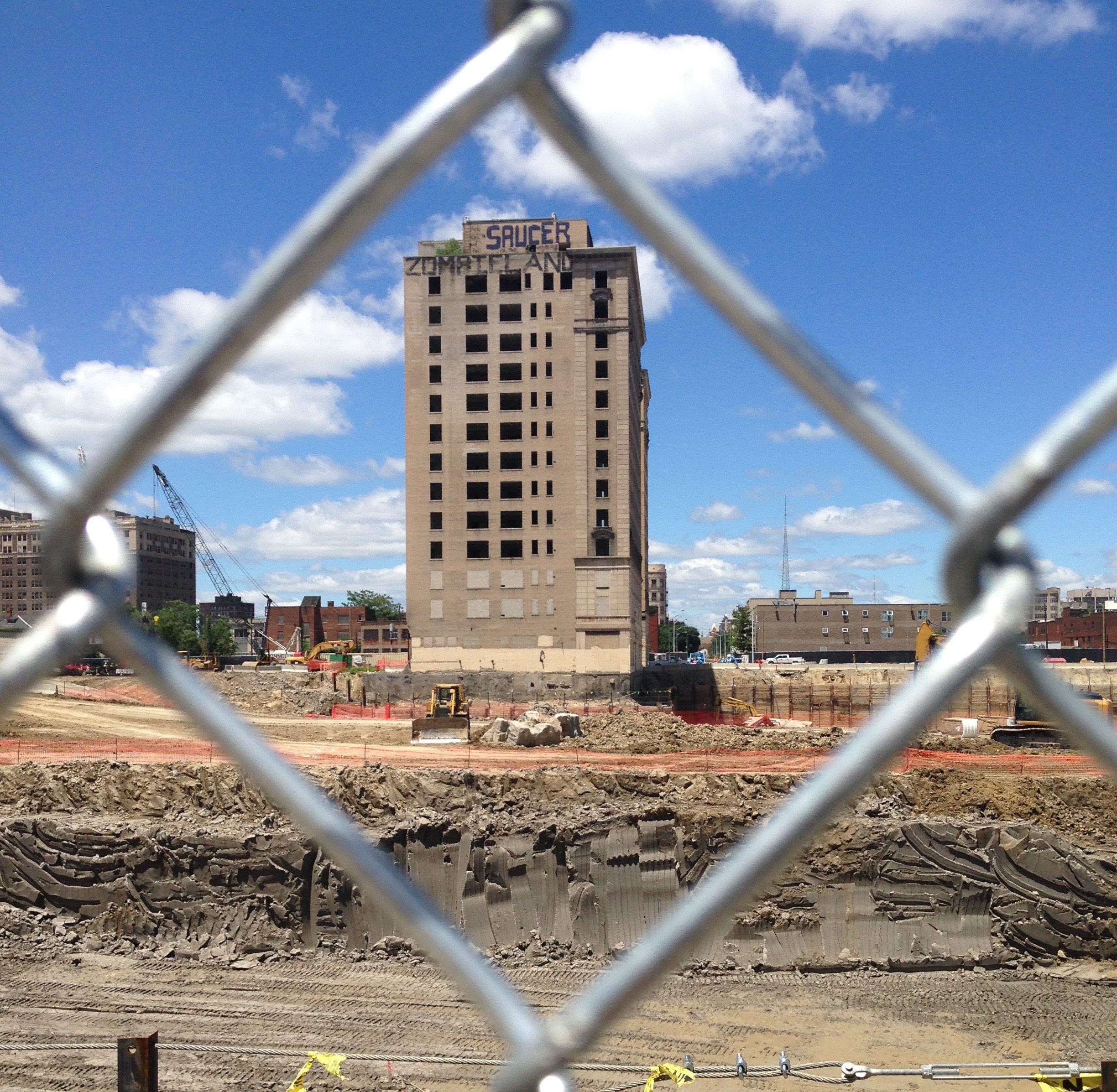 View of the Park Avenue Hotel through the construction fence, shortly before it was demolished